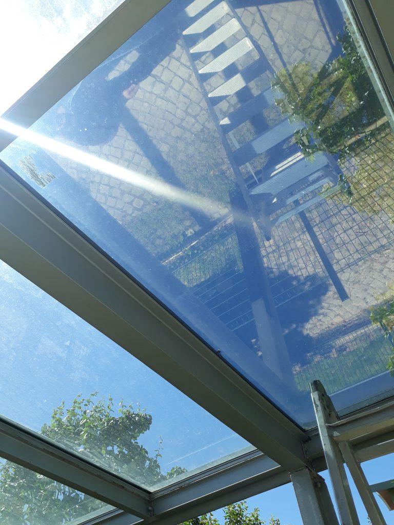 Kış bahçenizde yada cam tavan yüzeyi olan villanızda güneş kontrol cam filmlerimizle oda sıcaklığınızı %49 düşürüyoruz detaylı bilgi için bize ulaşın